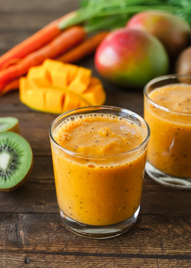 Carrot Mango and kiwi Smoothie