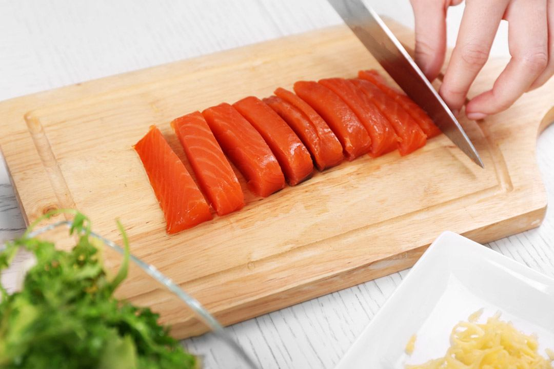 How to thaw and enjoy the smoked salmon?