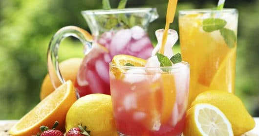 27 Refreshingly Flavored Water Drinks To Cool You Down This Hot Summer Season