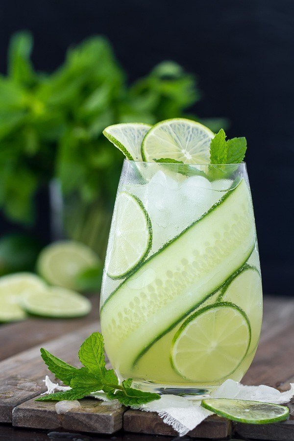 27 Refreshingly Flavored Water Drinks To Cool You Down This Hot Summer Season 25 #cookymom