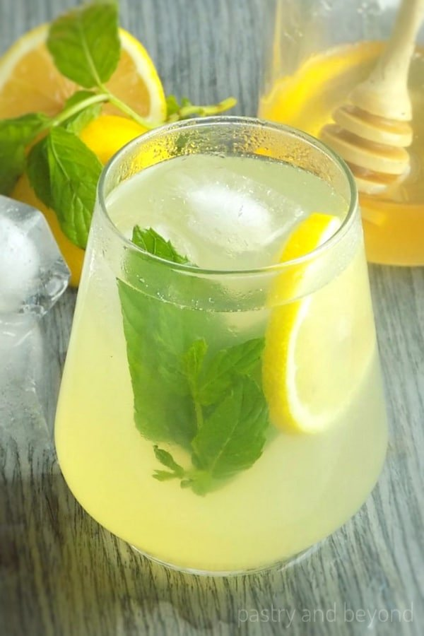 27 Refreshingly Flavored Water Drinks To Cool You Down This Hot Summer Season 11 #cookymom