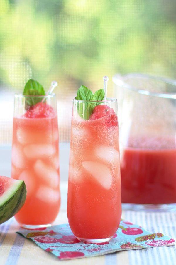27 Refreshingly Flavored Water Drinks To Cool You Down This Hot Summer Season 12 #cookymom