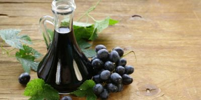 7 Best Balsamic Vinegar Substitute (#3 Might Already Be in Your Kitchen Cabinets)