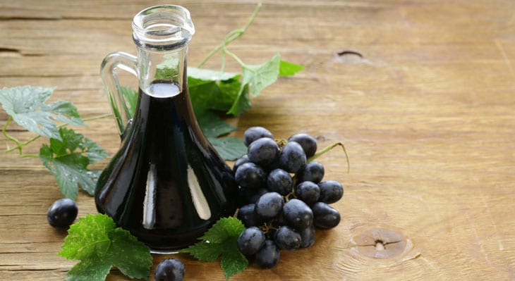 7 Best Balsamic Vinegar Substitute (#3 Might Already Be in Your Kitchen Cabinets) 1 #cookymom